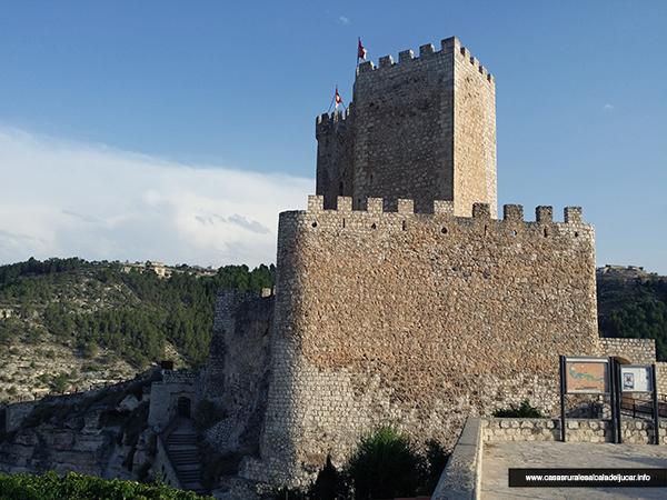 Castillo Alcala del Jucar bl Siente la naturaleza por las rutas de Alcalá del Júcar