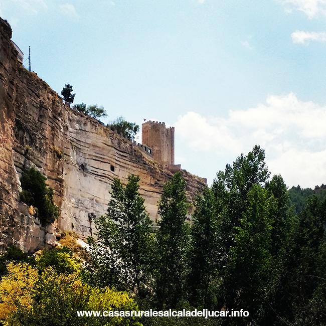 Castillo Ruta Turismo rural en Alcalá del Júcar, naturaleza en las orillas de La Mancha