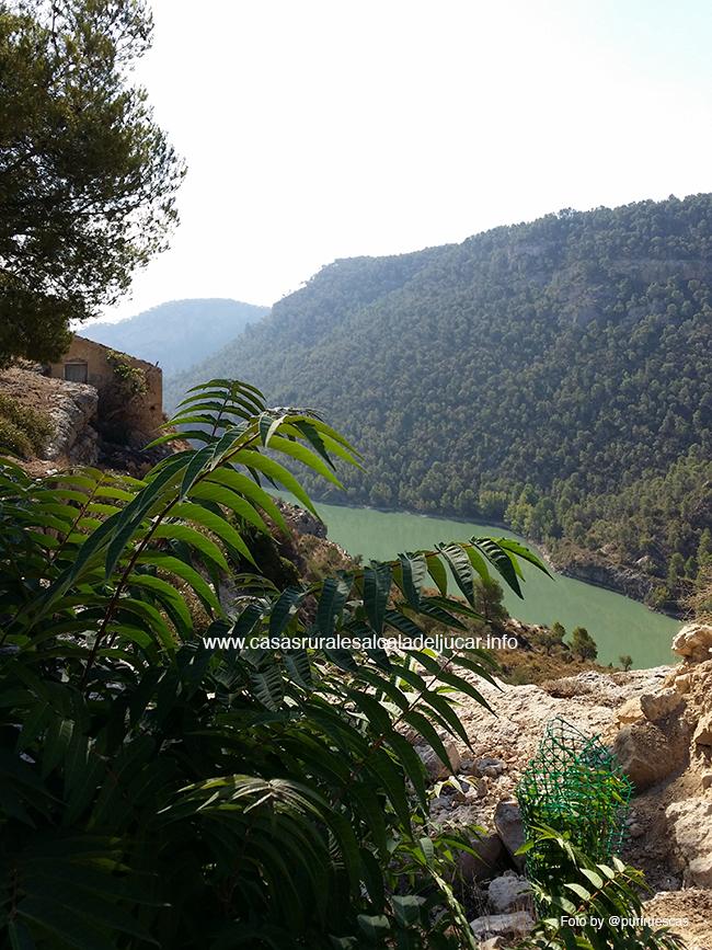 Paisaje desde la Hermita Una ruta en bicicleta de montaña alrededor de Villa de Ves