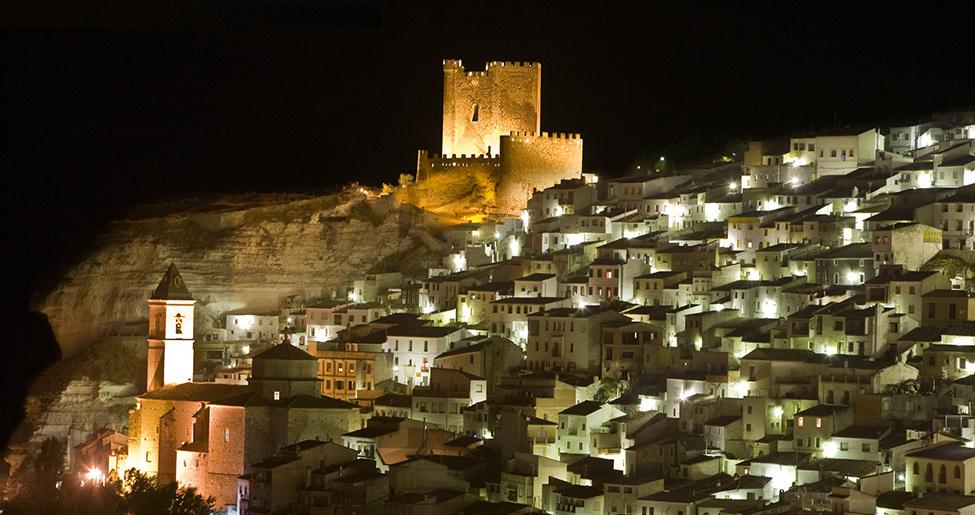 Castillo en Alcalá del Júcar Alcalá del Júcar: ¿por dónde empezar? Su patrimonio histórico
