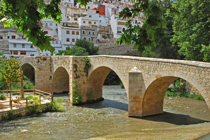 Puente romano en Alcalá del Júcar Alcalá del Júcar: ¿por dónde empezar? Su patrimonio histórico